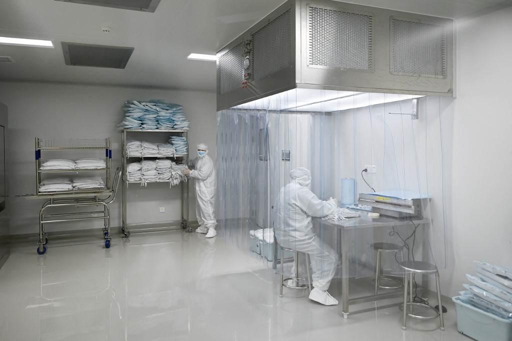 مصنع تم بناؤه لإنتاج لقاح لفيروس كورونا في بكين (أ ف ب).