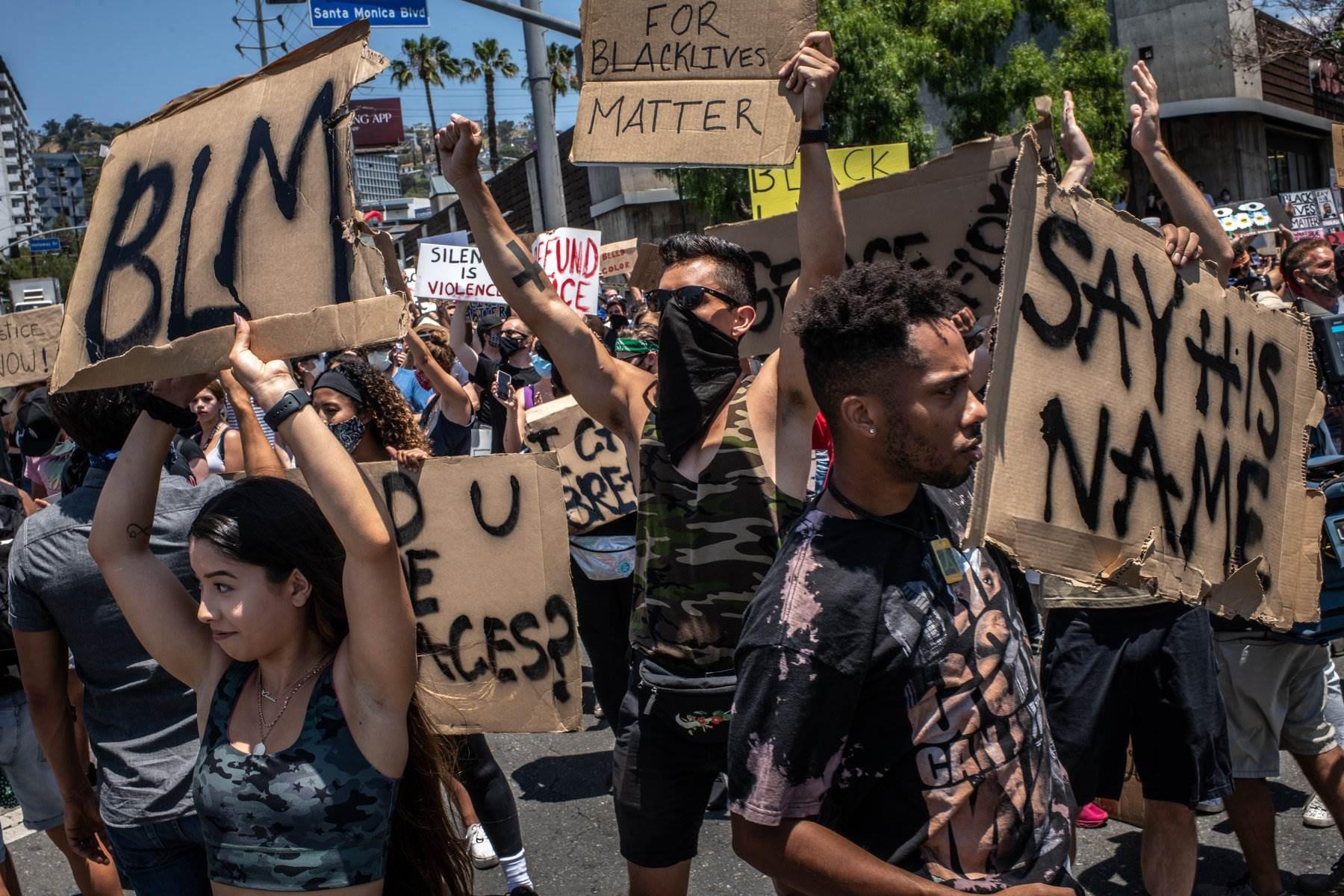 نواب أميركيون يطالبون بإجابات بعد زعم أن إدارة ترامب تجسست على المتظاهرين