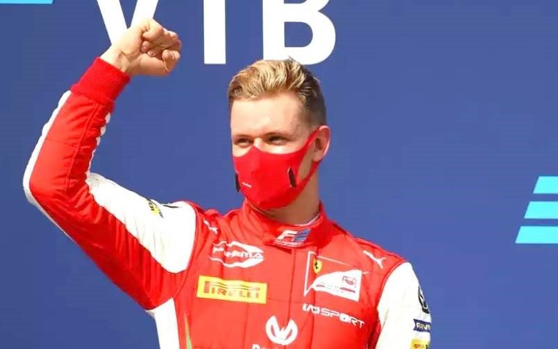 فاز ميك شوماخر بسباق روسيا واقترب من التتويج بلقب بطولة الفورمولا 2