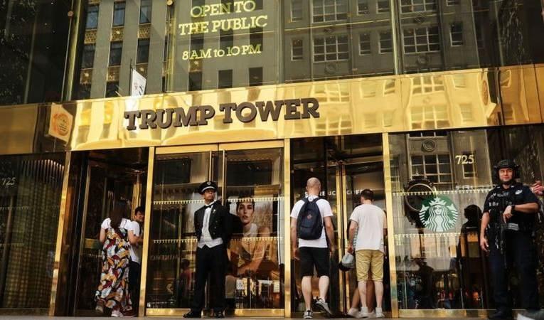 برج ترامب في ضاحية مانهاتن في مدينة نيويورك.