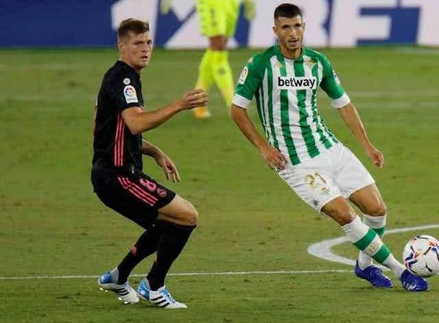 كروس خلال المباراة أمام ريال بيتيس