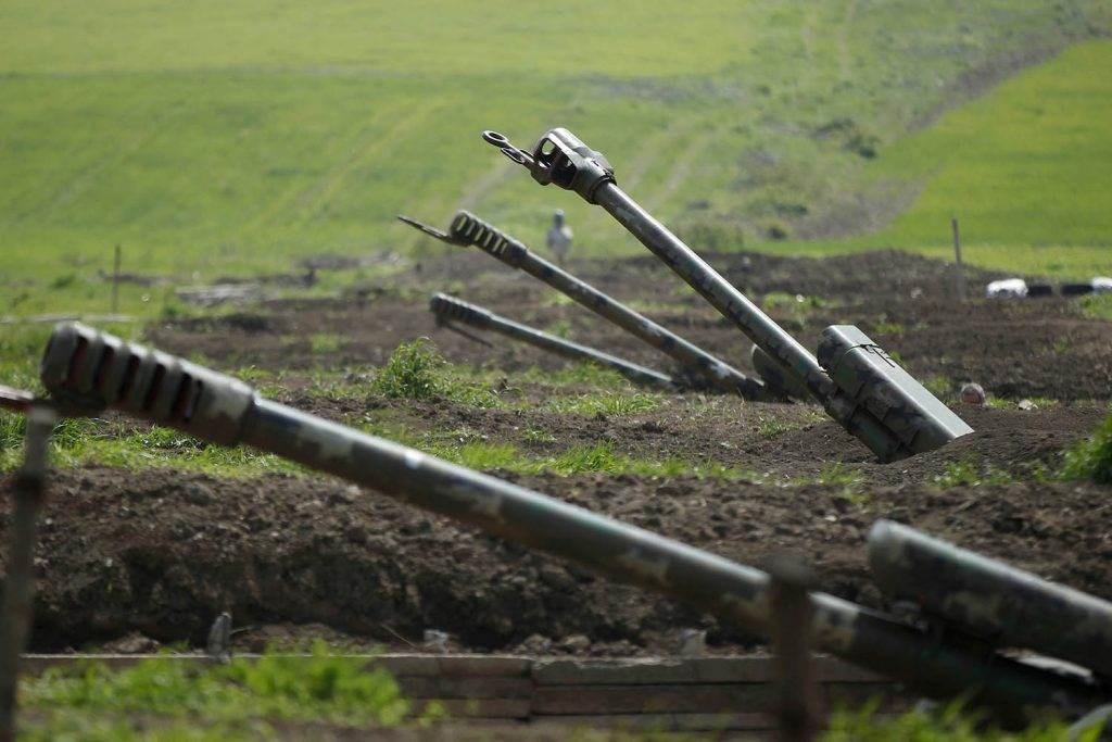 المدفعية الأرمنية تظهر بالقرب من حدود ناغورنو كاراباخ (رويترز).