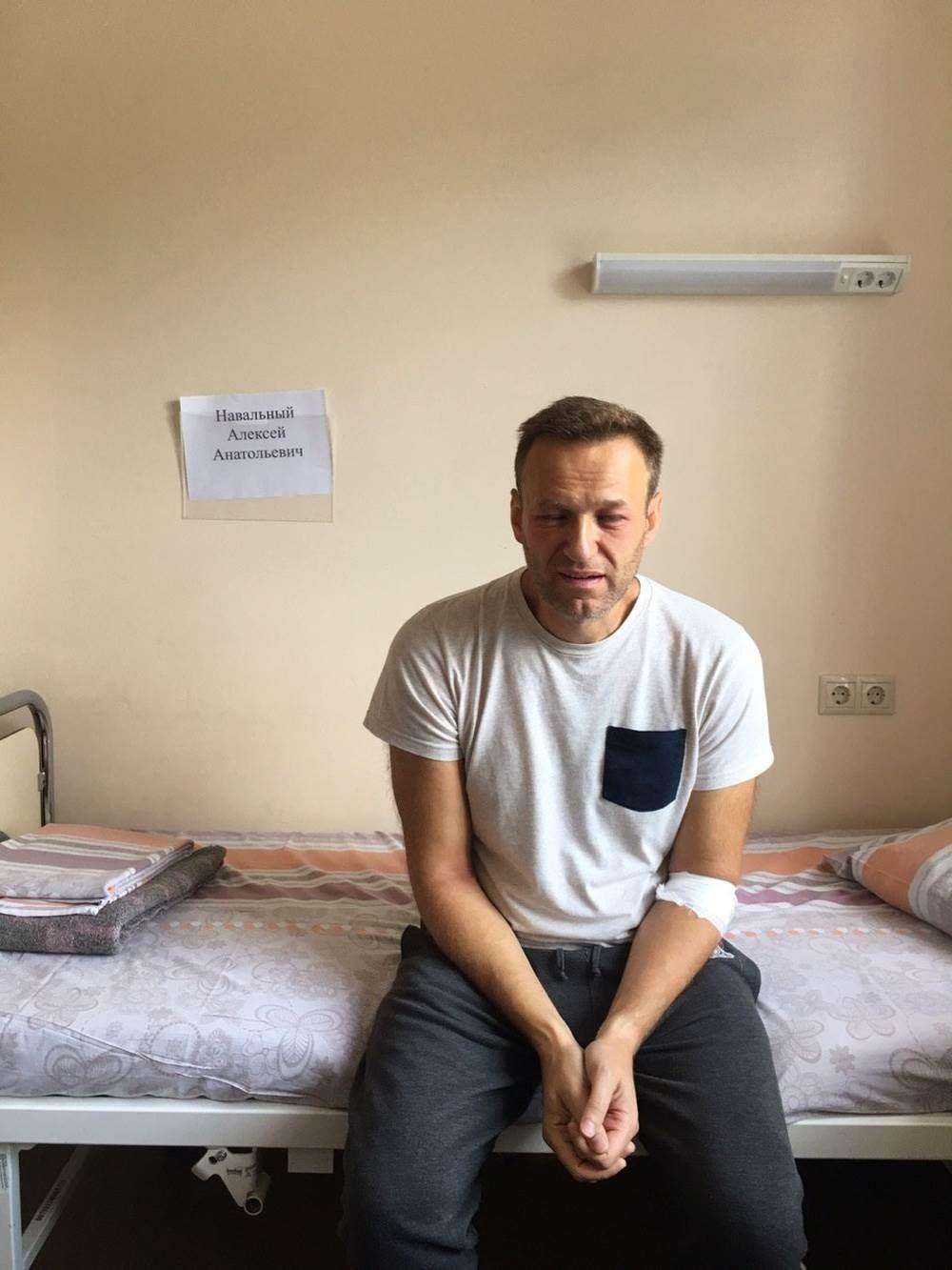 اليكسي نافالني خضع للعلاج في مستشفى محلي وأكد الأطباء عدم وجود أي مواد سامة في دمه