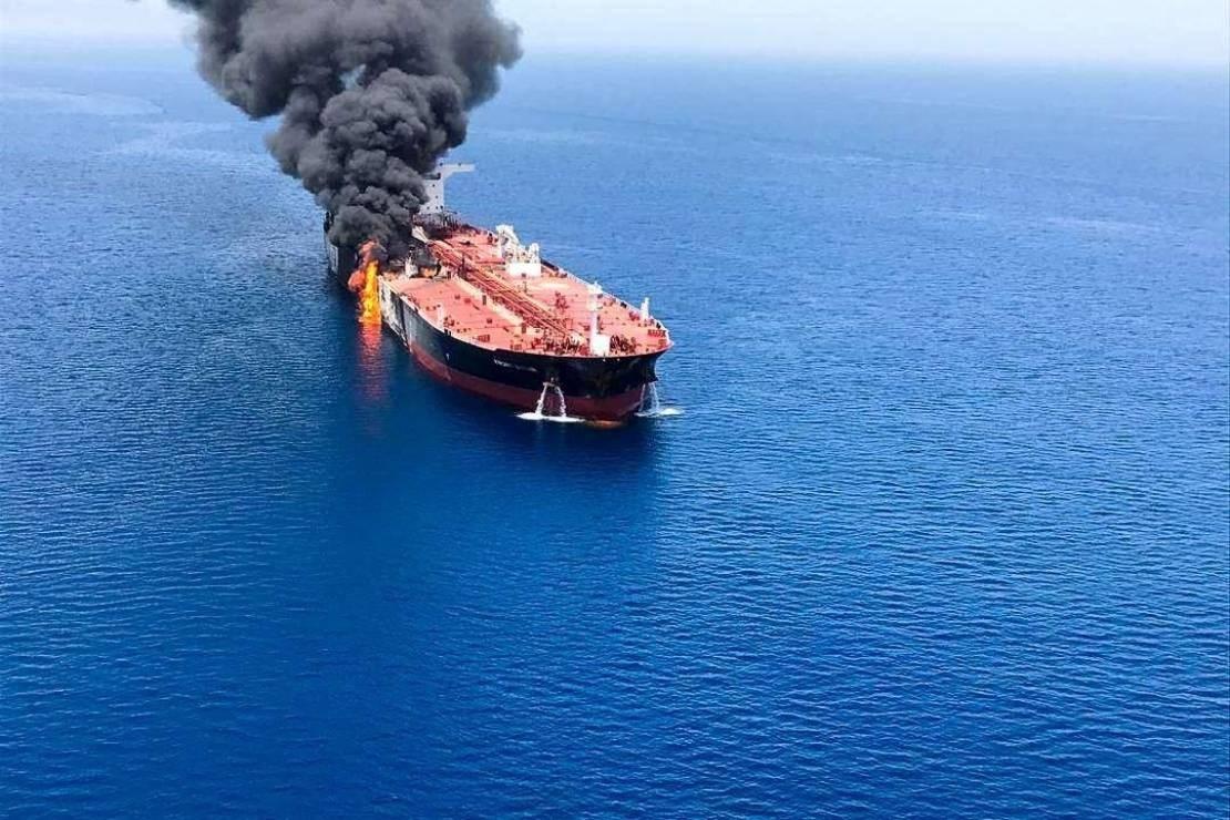 اشتعال النيران في ناقلة نفط متجهة من الكويت إلى شرق الهند