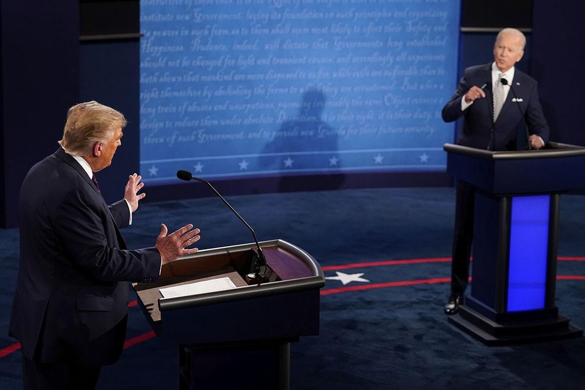 الرئيس الأميركي دونالد ترامب، ومنافسه المرشح جو بايدن، خلال المناظرة الرئاسية الأولى، أوهايو في 29 أيلول/سبتمبر 2020.