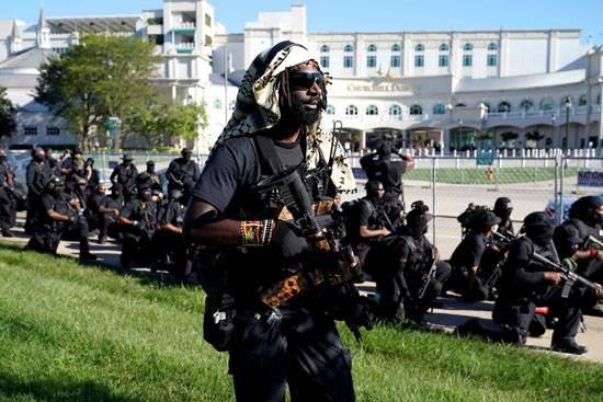 أميركيون يحملون السلاح بولاية كنتاكي في تظاهرات ضد العنصرية
