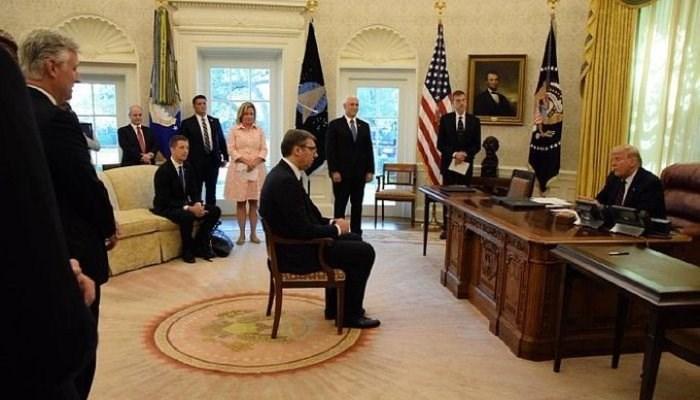 ترامب يجلس الرئيس الصربي كـ