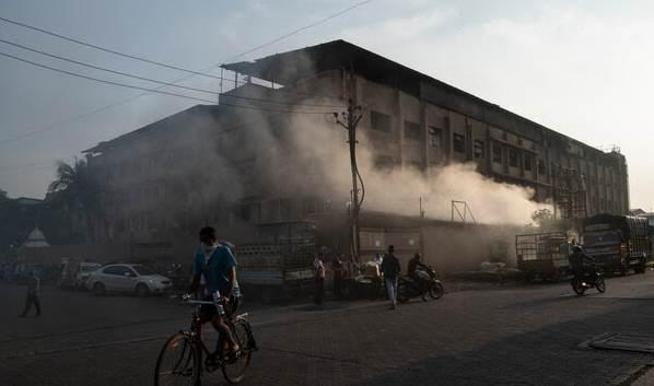 مصنع في مدينة سورات الهندية كان بطيئاً في التعافي بعد حائحة كورونا.