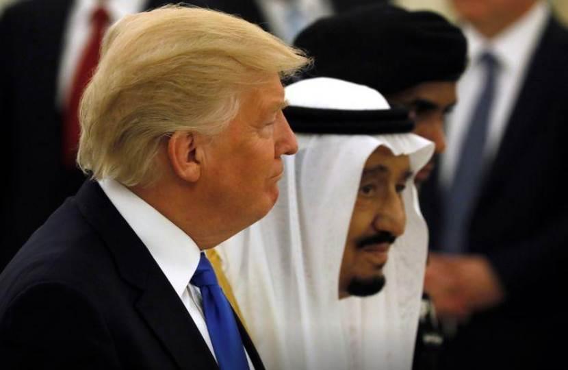 الرئيس الأميركي دونالد ترامب والعاهل السعودي سلمان بن عبد العزيز (رويترز/أرشيف)