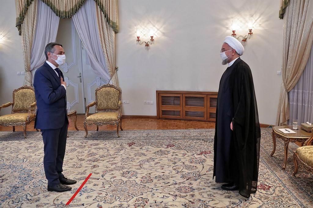 روحاني يستقبل وزير الخارجية السويسري قبل اجتماع في العاصمة طهران (أ ف ب).