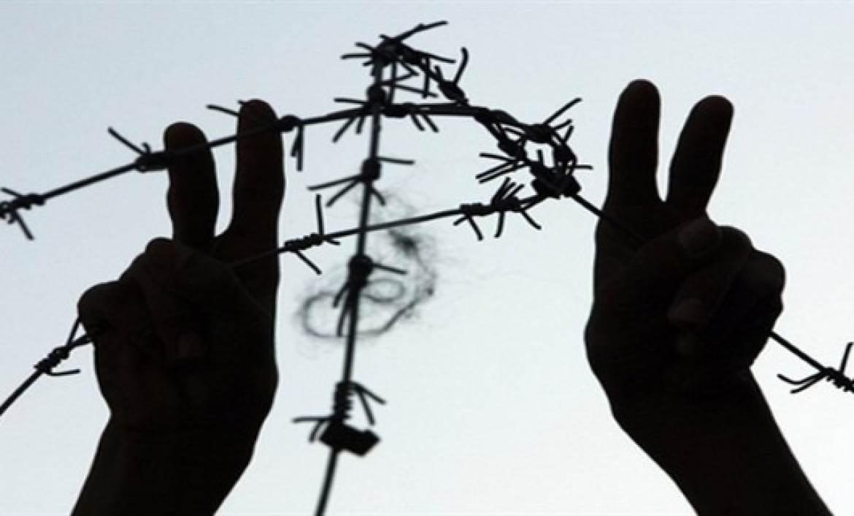 4 أسرى يواصلون إضرابهم في سجون الاحتلال