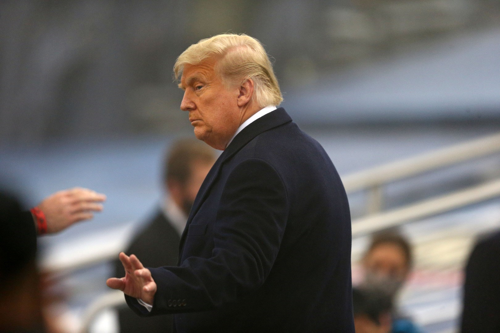 تستمر معركة ترامب مع الكونغرس، بخصوص مشروع قانون الدفاع وحزم التحفيز