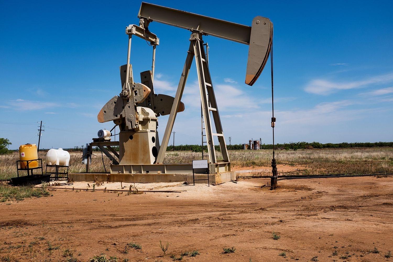أسعار النفط تتراجع بفعل قيود عزل جديدة لمكافحة كورونا