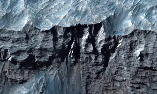 صور من ناسا لأكبر واد في المجموعة الشمسية على المريخ
