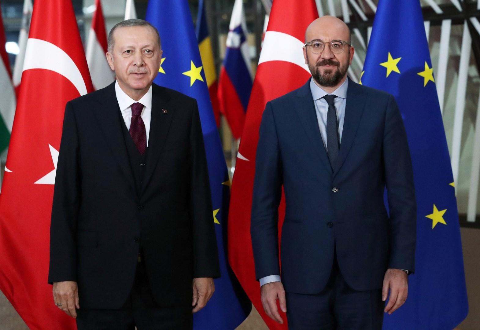 رئيس مجلس الاتحاد الأوروبي شارل ميشيل والرئيس التركي رجب طيب إردوغان
