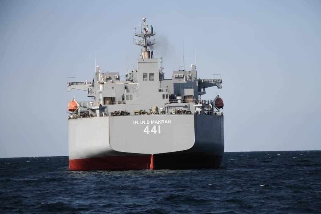 مصادر الميادين: المهبط الموجود على سطح السفينة قادر على استقبال أضخم مروحية لدى القوات الإيرانية