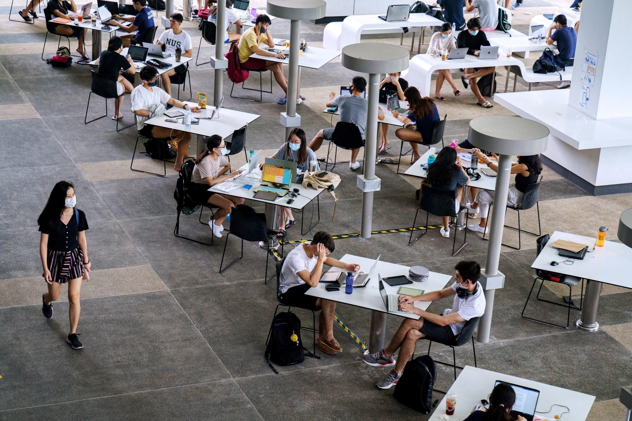 خصصت الجامعة الوطنية في سنغافورة مناطق مختلفة في الحرم الجامعي للطلاب.
