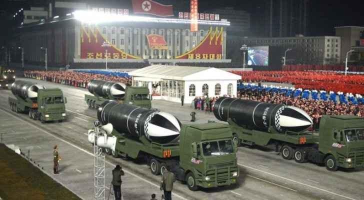 عرض عسكري في كوريا الشمالية مع صواريخ بالستية