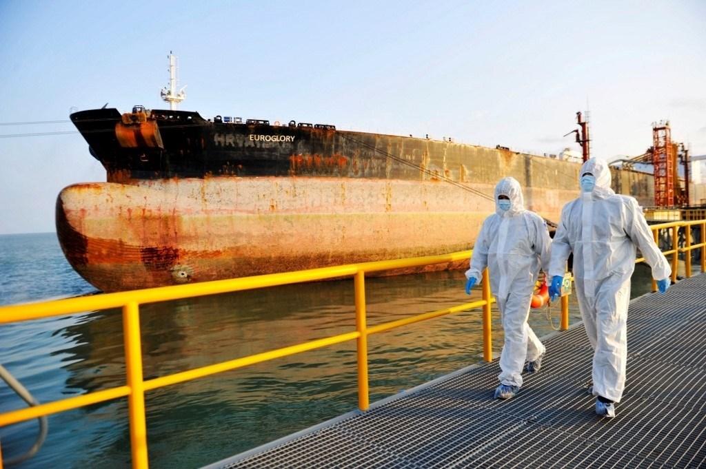 ناقلة نفط في ميناء تشينغداو في مقاطعة شاندونغ شرقي الصين - نوفمبر 2020 (أ.ف.ب)