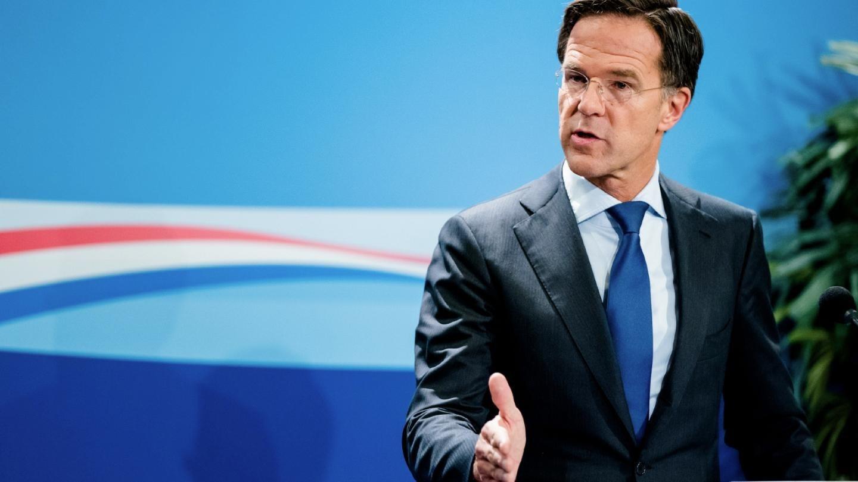 رئيس الوزراء الهولندي يعلن استقالة حكومته على إثر فضيحة مالية