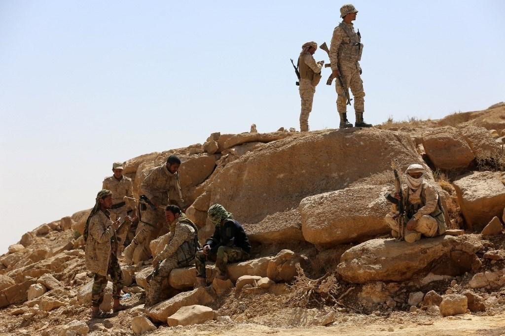 مجموعة من قوات هادي في منطقة نهم في محافظة مأرب (صورة أرشيفية).