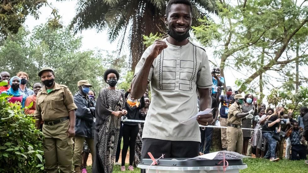 مرشح المعارضة في أوغندا يؤكد فوزه في الانتخابات الرئاسية وحصول