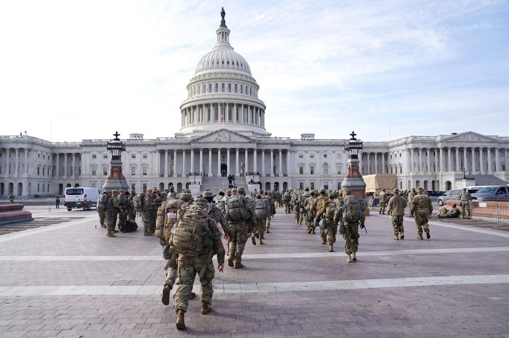 قوات الحرس الوطني خارج مبنى كابتيول الأميركي - 16 يناير 2021 (أ.ف.ب)