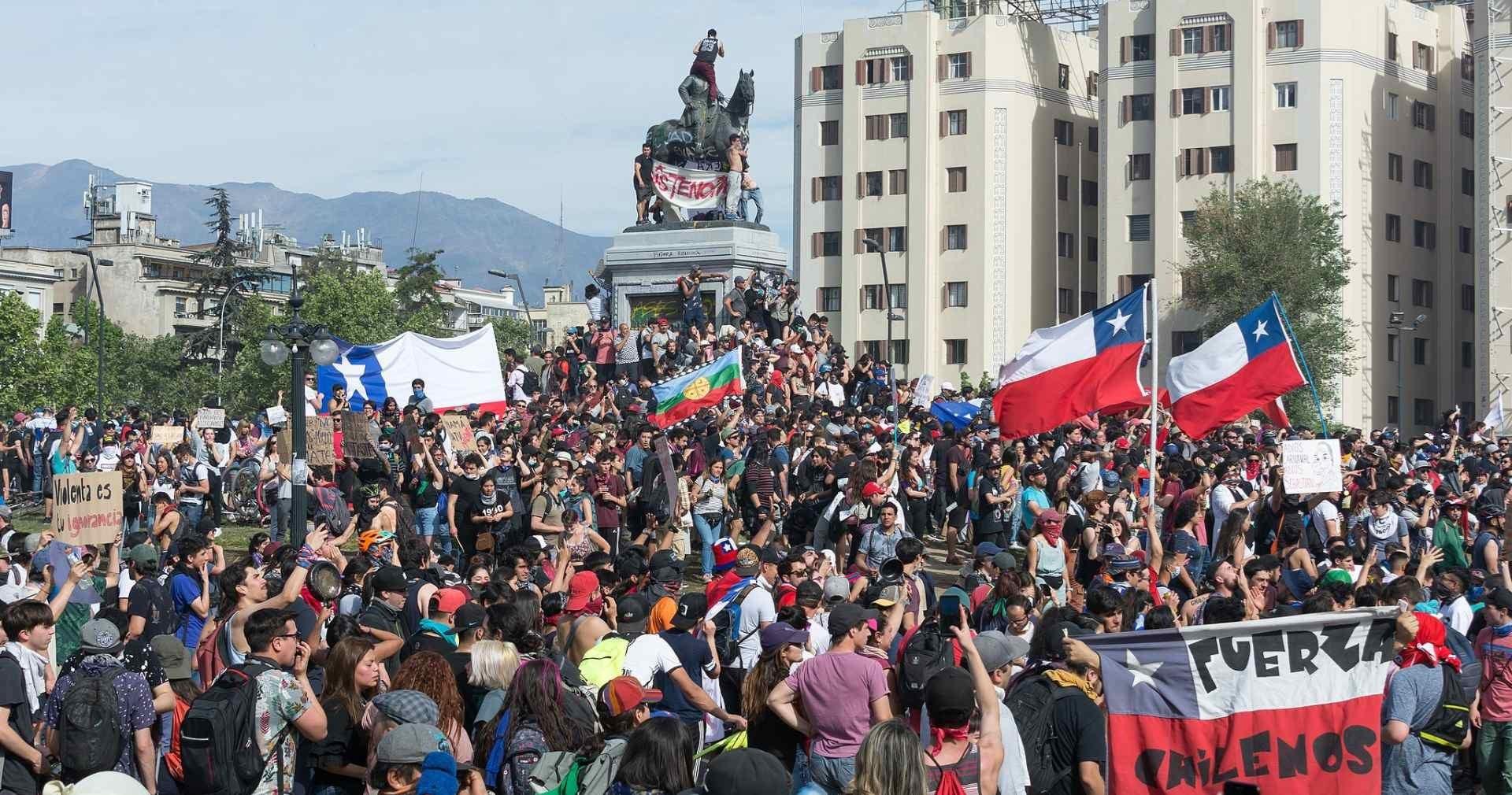 شهدت تشيلي في تشرين الثاني/نوفمبر الماضي اندلاع تحركات شعبية تطالب باستقالة رئيس الجمهورية سباستيان بينييرا