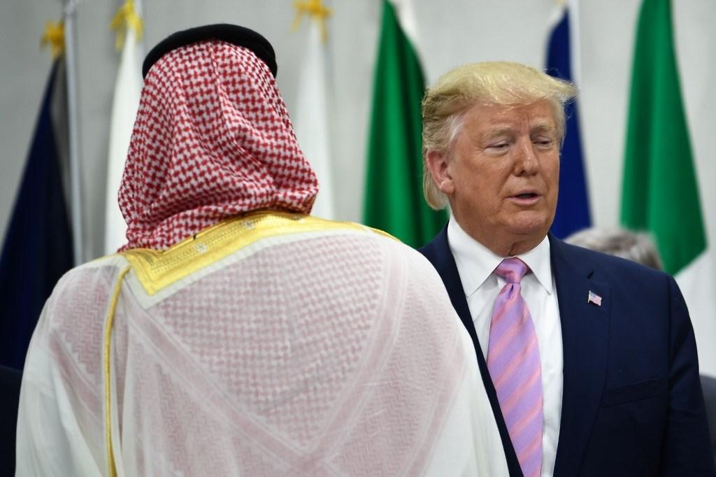 ولي العهد السعودي والرئيس الأمريكي دونالد ترامب خلال قمة مجموعة العشرين في أوساكا عام 2019 (أ.ف.ب)