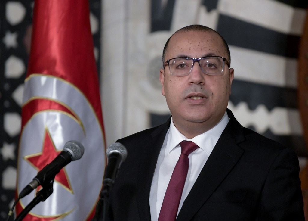 المشيشي خلال مؤتمر صحفي للإعلان عن تعديل وزاري واسع في العاصمة تونس - 16 يناير 2021 (أ.ف.ب).