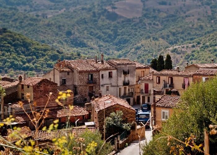 يمكنك الحصول على منزل في بلدة ترونيا الإيطالية مقابل كوب قهوة أو ما يعادل يورو واحد فقط