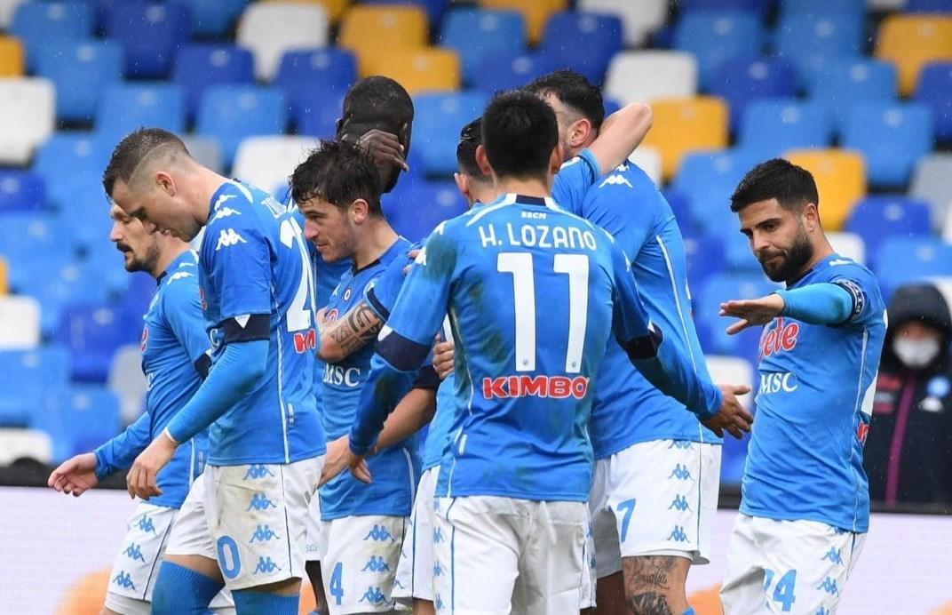 فاز نابولي بنتيجة 6-0