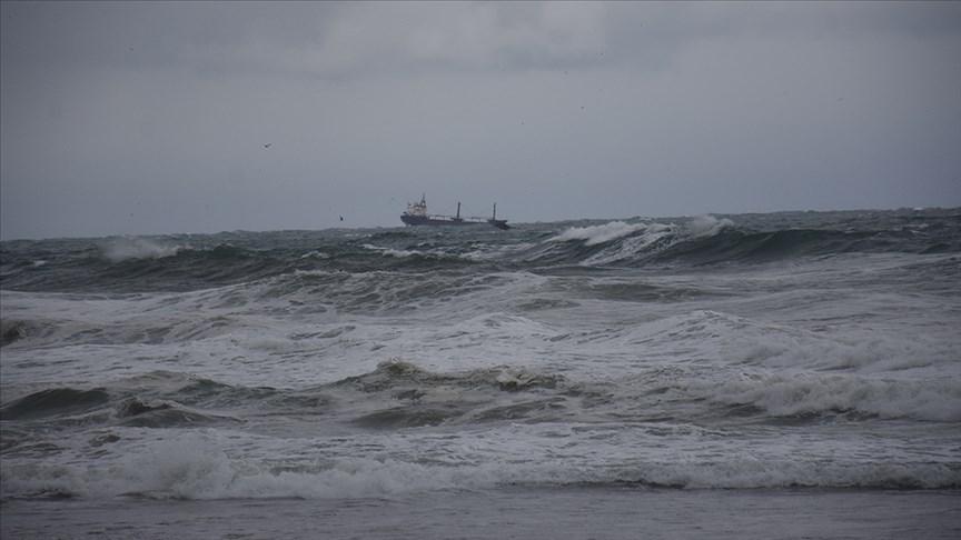 لم تتمكن 3 سفن كانت قريبة من السفينة الغارقة من الوصول إليها بسبب سوء الأحوال الجوية والأمواج القوية