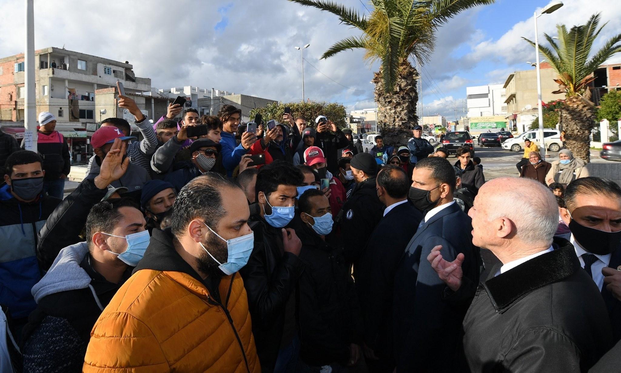 الرئيس قيس سعيد خلال زيارة لحيّ الرفاه بالمنيهلة