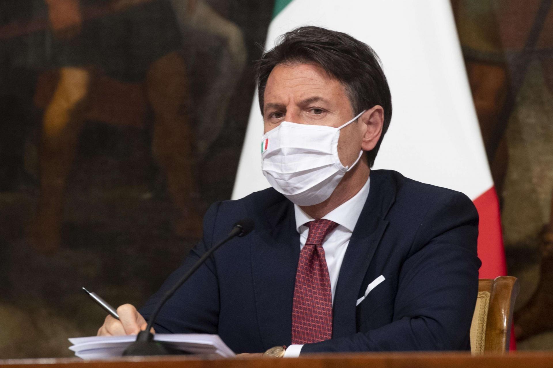 إيطاليا.. وباء كورونا والركود الاقتصادي قد يطيحان بحكومة كونتي