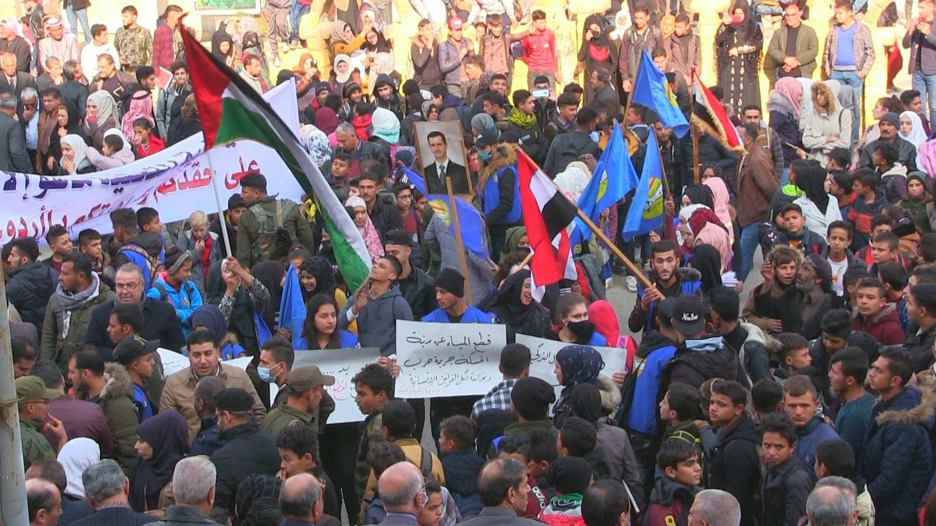 أهالي الحسكة يتظاهرون ضد حصار