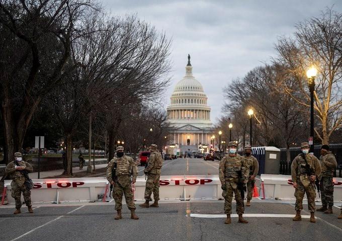 القوات الأميركية تنتشر حول مبنى الكونغرس تحسباً لأعمال عنف عشية تنصيب بايدن