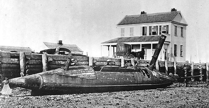 ظهرت هذه الزوارق للمرة الأولى في تسليح قوات الولايات الكونفدرالية خلال الحرب الأهلية الأميركية