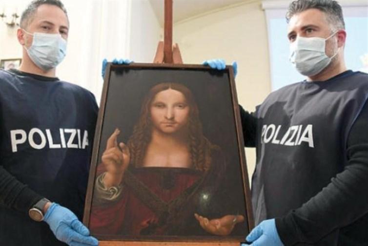 العثور على نسخة مسروقة من لوحة/سلفاتور موندي/ عمرها 500 عام داخل شقة في نابولي بإيطاليا