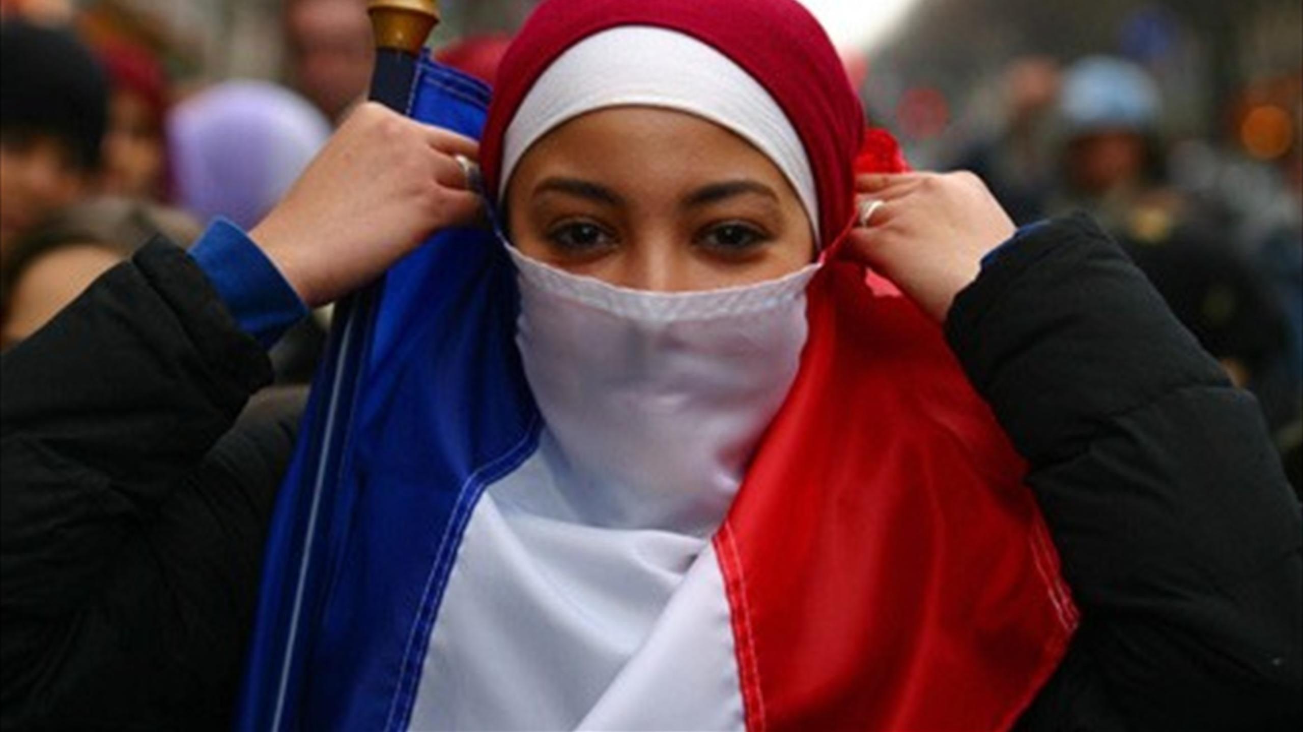 استمرت الخلافات الداخلية في فرنسا لشهور قبل التوصل إلى