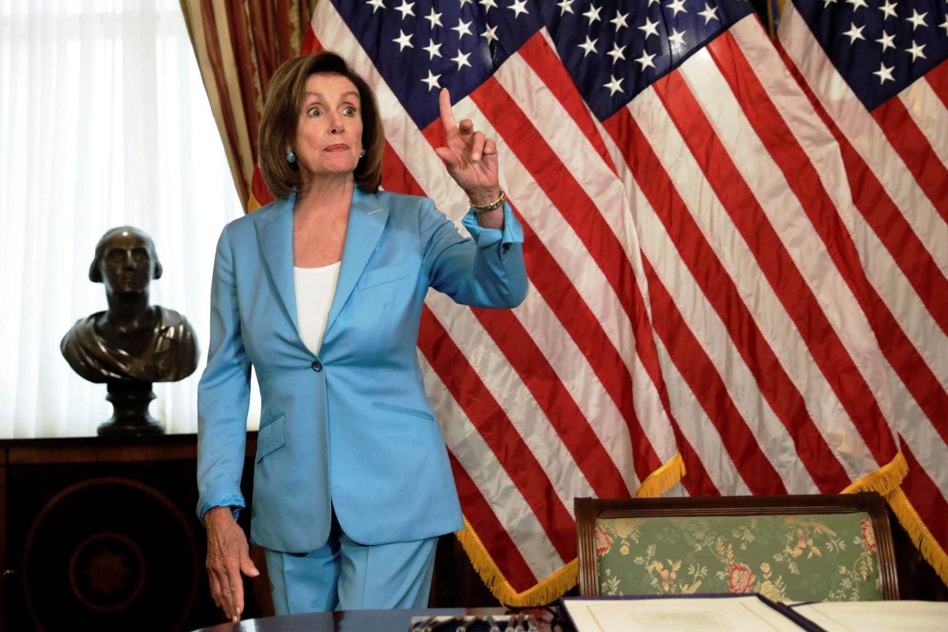 بيلوسي: سنبحث في الكونغرس محاكمة الرئيس السابق  ترامب