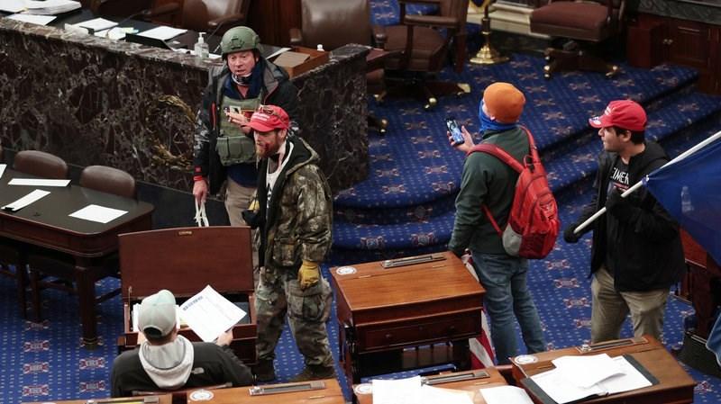 لاري ريندال بروك جونيور، وهو من قدامى المحاربين في سلاح الجو، داخل غرفة مجلس الشيوخ. الصورة لجيتي إيماجيس.