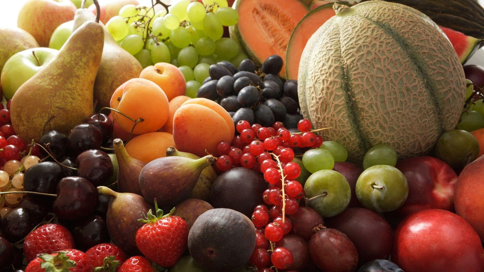 خبراء ينصحون بعدم تناول الفاكهة في الليل حيث قد تؤدي إلى مشاكل