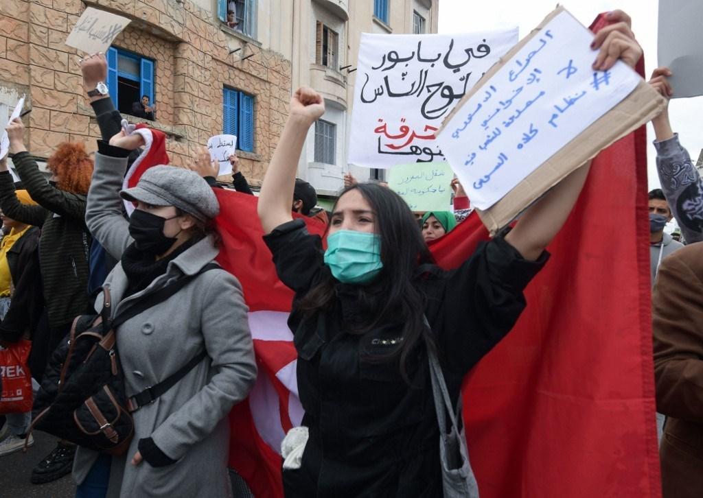 مسيرة معارضة للحكومة في العاصمة التونسية (أ ف ب)