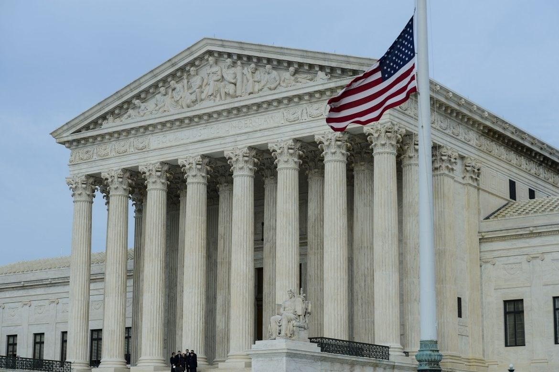 المحكمة العليا الأميركية تنهي دعاوى قضائية مرفوعة بحق ترامب