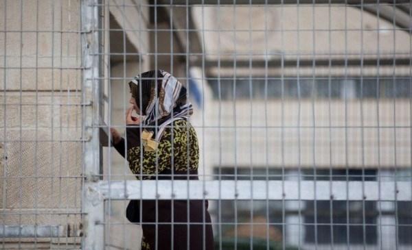 الاحتلال يعزل الأسيرة فتيحة وحالة الأسير خرواط تزداد سؤاً