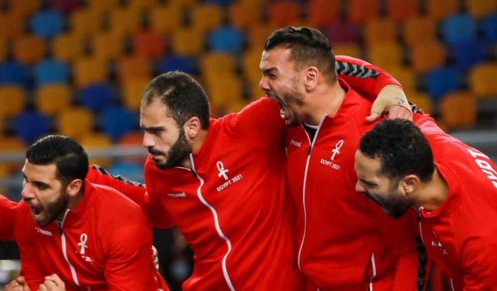 لاعبو منتخب مصر يحتفلون بالتأهّل