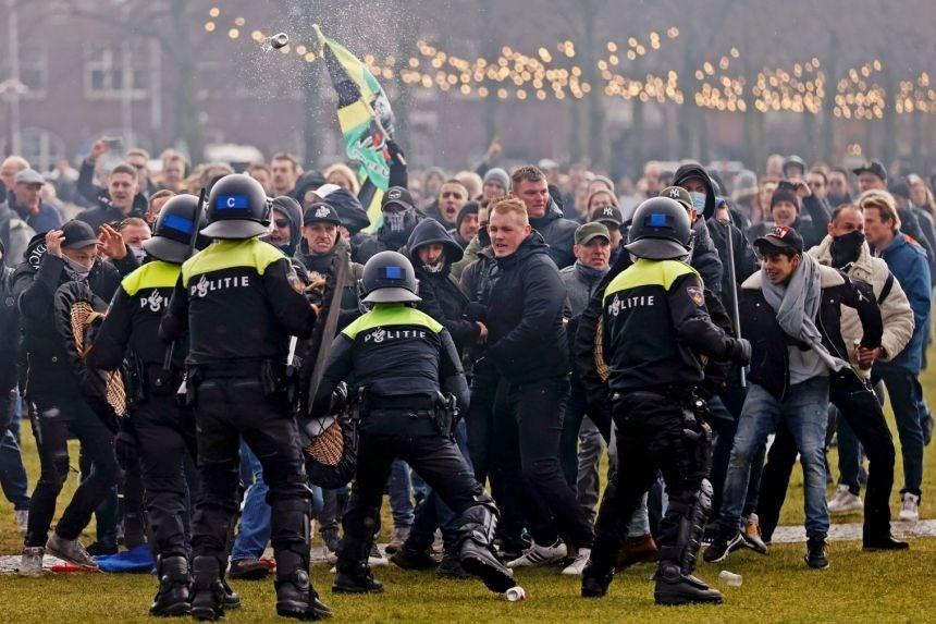 أعمال شغب وتظاهرات مستمرة في هولندا رفضاً لحظر التجول