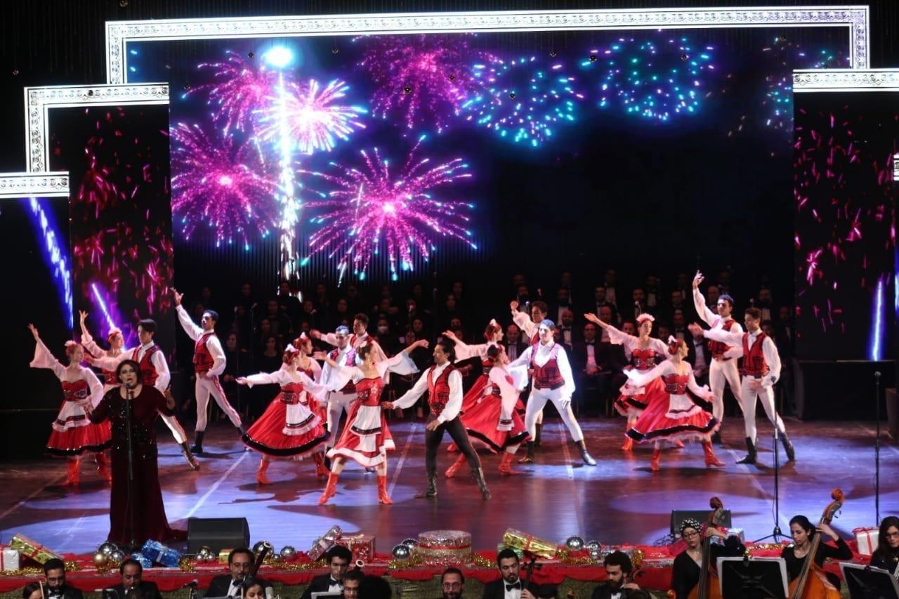 لوحة غنائية راقصة على خشبة دار الأوبرا