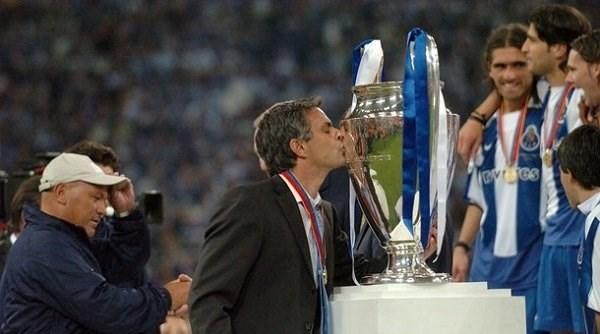 مورينيو بطلاً لدوري أبطال أوروبا مع بورتو (أرشيف)
